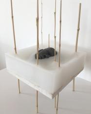 SCULPTURE 9. 2018. Bambou, paraffine, ciment, pâte à modeler. L 21 x H 85 x P 21 cm.