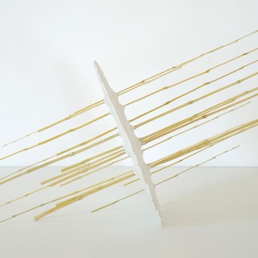 Sculpture 22 – 2020 – bambou, pâte à modeler – L 95 x P 25 x H 35 cm